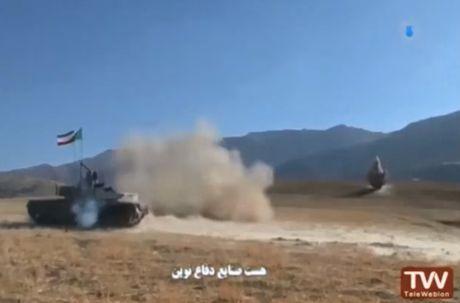 Tiet lo bat ngo suc manh xe tang Karrar cua Iran - Anh 4