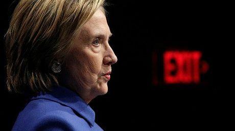 Donald Trump bi mat tra dua Hillary Clinton? - Anh 1