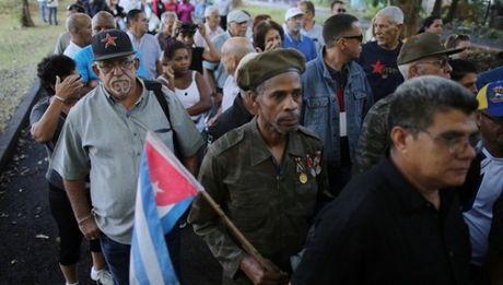 Nguoi dan Cuba xep hang dai tien dua lanh tu Fidel Castro - Anh 10