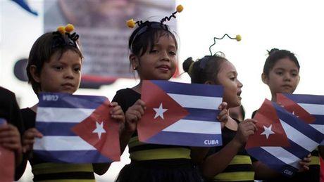 Nguoi dan Cuba xep hang dai tien dua lanh tu Fidel Castro - Anh 9