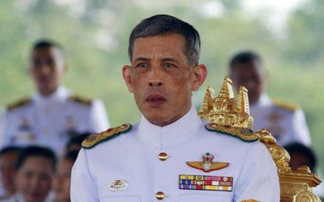 Thai tu Thai Lan Vajiralongkorn duoc suy ton lam Vua - Anh 1