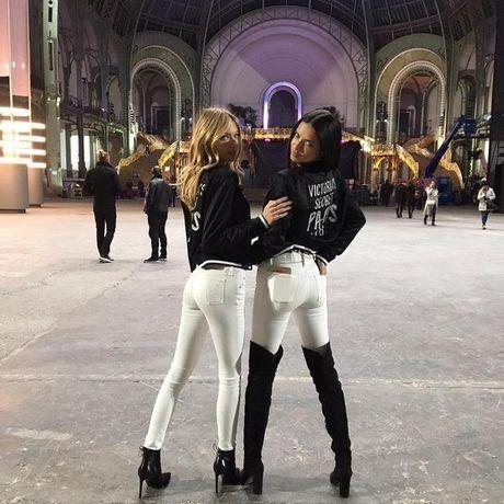 """""""Nha hang"""" san khau hoanh trang cua Victoria's Secret Fashion Show 2016 - Anh 5"""