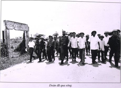 Buc anh de doi cua nguoi pho nhay chup Fidel Castro o Quang Tri - Anh 2