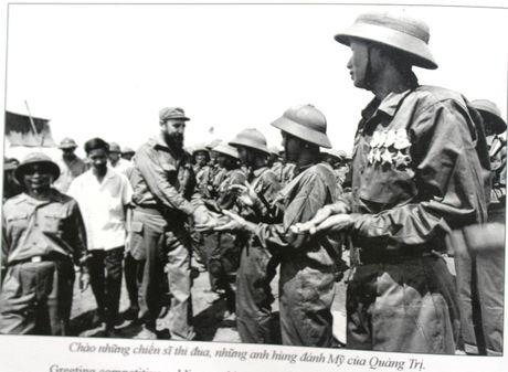 Buc anh de doi cua nguoi pho nhay chup Fidel Castro o Quang Tri - Anh 3