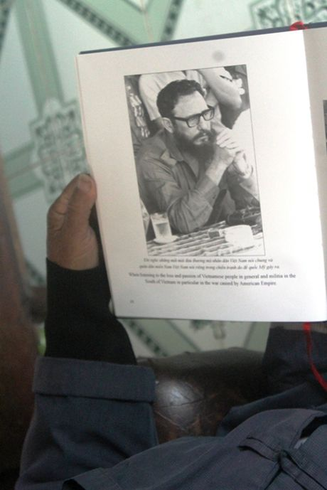 Buc anh de doi cua nguoi pho nhay chup Fidel Castro o Quang Tri - Anh 6