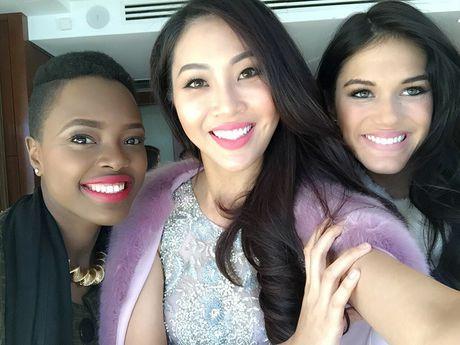 Dieu Ngoc tu tin giao luu bang tieng Anh tren fanpage cua Miss World - Anh 10