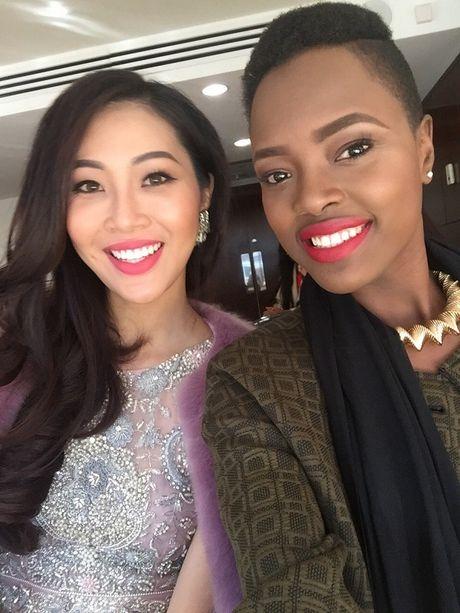 Dieu Ngoc tu tin giao luu bang tieng Anh tren fanpage cua Miss World - Anh 11