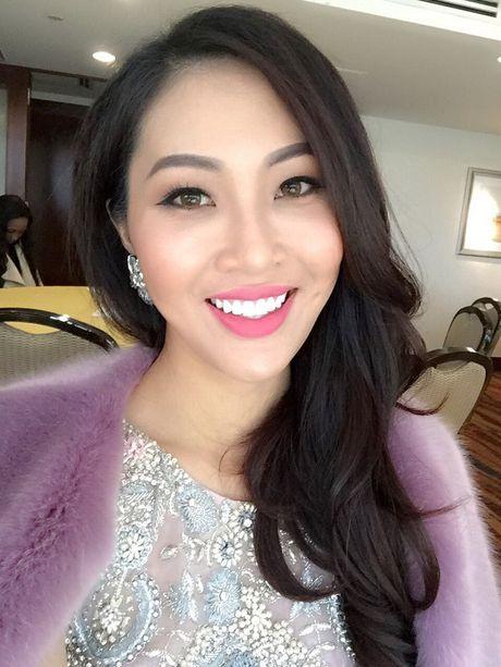 Dieu Ngoc tu tin giao luu bang tieng Anh tren fanpage cua Miss World - Anh 1
