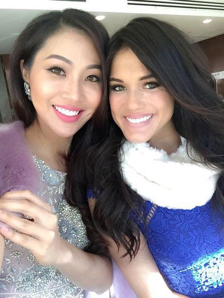 Dieu Ngoc tu tin giao luu bang tieng Anh tren fanpage cua Miss World - Anh 5