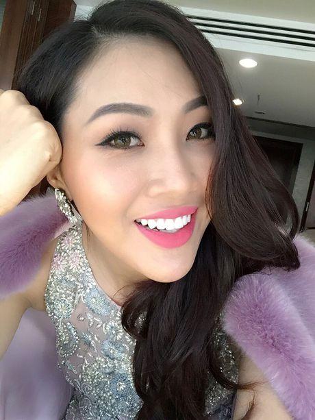 Dieu Ngoc tu tin giao luu bang tieng Anh tren fanpage cua Miss World - Anh 8