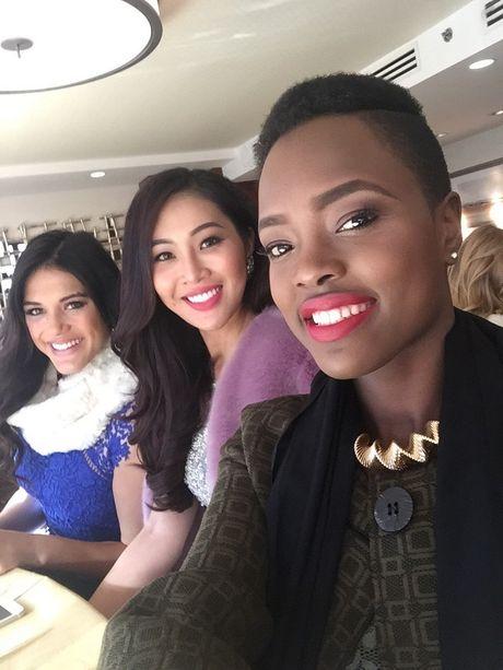 Dieu Ngoc tu tin giao luu bang tieng Anh tren fanpage cua Miss World - Anh 9