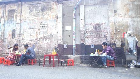 Chan song canh sang chanh, Quang Vinh trai nghiem mot Sai Gon binh dan - Anh 1