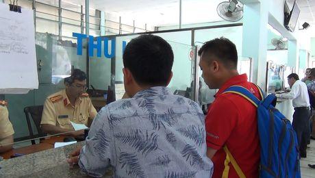 Thu tuc dang ky sang ten giay phep xe chinh chu - Anh 1