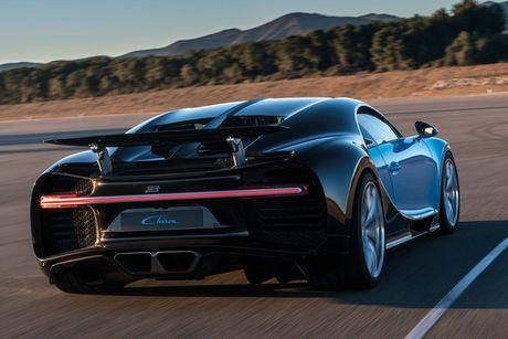 Tai xe thieu tap trung, sieu xe Bugatti Chiron dau tien gap tai nan - Anh 2