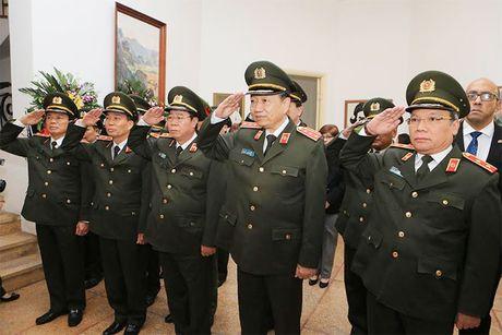 Doan dai bieu Bo Cong an vieng Lanh tu Cuba Fidel Castro - Anh 2