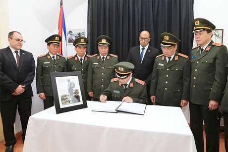 Doan dai bieu Bo Cong an vieng Lanh tu Cuba Fidel Castro - Anh 3