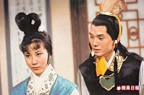 5 phien ban chim trong quen lang cua phim kinh dien noi tieng Hong Lau Mong - Anh 2