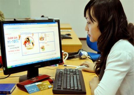 "Ban hang online: Vat va kiem tien van bi coi ""ngoi khong"", ""an bam"" - Anh 1"
