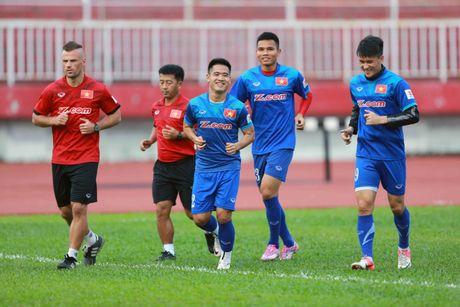 AFF Cup 2016: HLV Huu Thang lo lang vi Hoang Thinh tai phat chan thuong - Anh 2