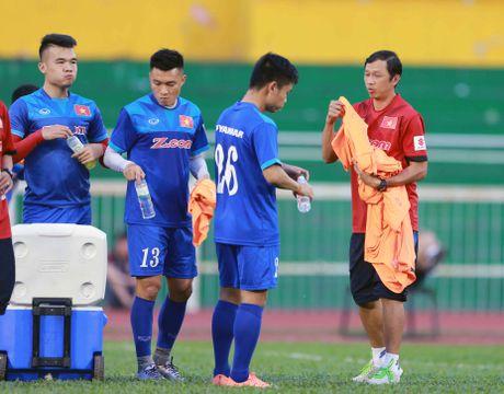AFF Cup 2016: HLV Huu Thang lo lang vi Hoang Thinh tai phat chan thuong - Anh 4