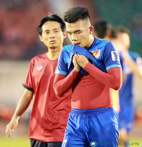 AFF Cup 2016: HLV Huu Thang lo lang vi Hoang Thinh tai phat chan thuong - Anh 6