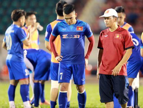 AFF Cup 2016: HLV Huu Thang lo lang vi Hoang Thinh tai phat chan thuong - Anh 7