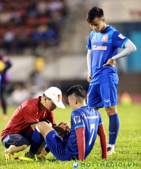 AFF Cup 2016: HLV Huu Thang lo lang vi Hoang Thinh tai phat chan thuong - Anh 8