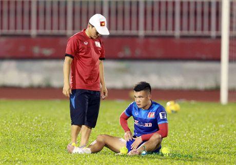 AFF Cup 2016: HLV Huu Thang lo lang vi Hoang Thinh tai phat chan thuong - Anh 9