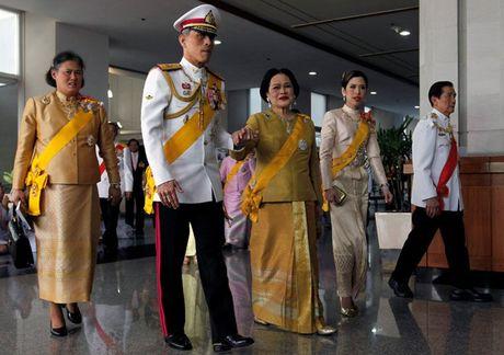Thai Lan chinh thuc de cu Hoang Thai tu Vajiralongkorn noi ngoi Vua - Anh 1