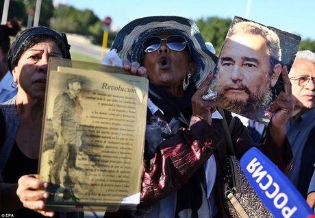 Fidel Castro qua doi: Hinh anh xuc dong trong le vieng - Anh 5