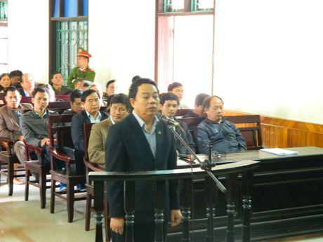 Xet xu nguyen Chu tich huyen Ky Anh cung dong pham - Anh 2