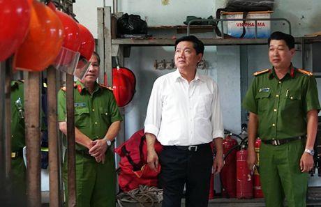 Ong Dinh La Thang yeu cau TP HCM thue truc thang chua chay - Anh 2