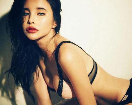 My nu Han gay xon xao vi ngoai hinh sexy qua 'Tay' - Anh 5