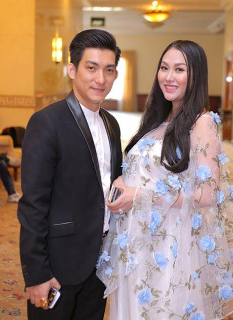 Phi Thanh Van tim thay hanh phuc truoc day chua tung co ben chong tre - Anh 2