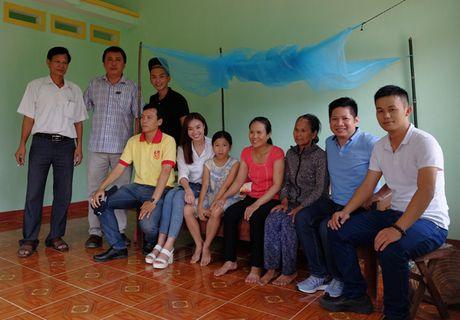 Ninh Duong Lan Ngoc gian di toi Quang Ngai tang nha cho nguoi dan ngheo - Anh 6