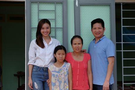 Ninh Duong Lan Ngoc gian di toi Quang Ngai tang nha cho nguoi dan ngheo - Anh 8