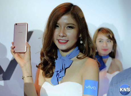 Lo dien chiec smartphone co camera truoc 20 MP - Anh 2