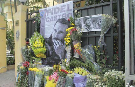 Bo truong Bo Cong an To Lam tham vieng lanh tu Fidel Castro Ruz - Anh 6