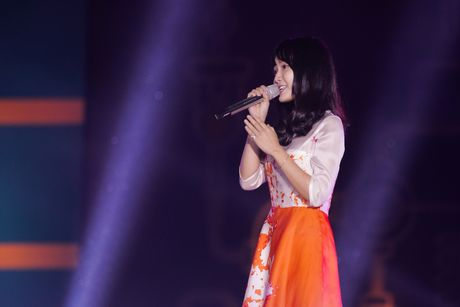 'Thanh nu bolero' gap su co khi cover 'Duyen phan' tren san khau - Anh 1