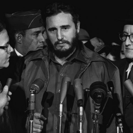 Fan keu goi sao 'Taken' dong phim ve lanh tu Fidel Castro - Anh 7