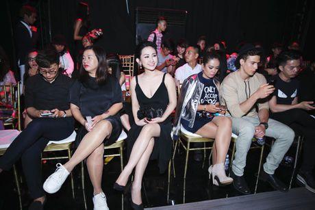 Tram Nguyen noi bat tai Vietnam Designer Fashion Week 2016 - Anh 10