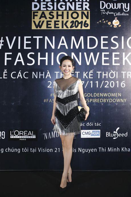 Tram Nguyen noi bat tai Vietnam Designer Fashion Week 2016 - Anh 8