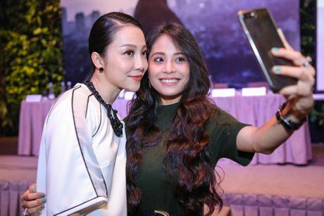 Ca nuong Kieu Anh do sac voi Linh Nga tai su kien - Anh 2