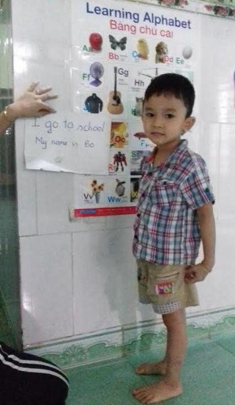 Chua duoc day, be 4 tuoi da doc tieng Anh vanh vach - Anh 1