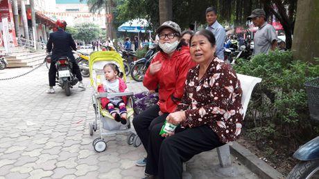 Chay o Xa La, Ha Dong: Nguoi dan dap vo kinh, tu dap lua - Anh 5