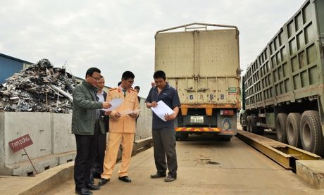 Uy ban ATGT Quoc gia kiem tra tai trong xe tai Hung Yen - Anh 3