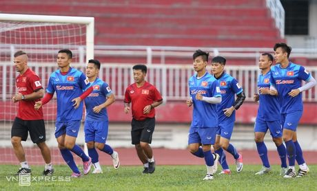 Cong Vinh, Cong Phuong tap dut diem cho ban ket AFF Cup - Anh 3