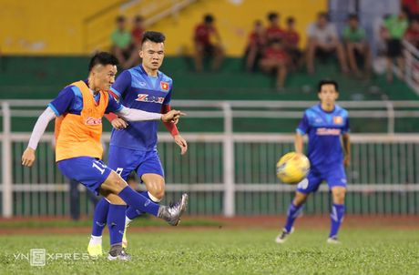 Cong Vinh, Cong Phuong tap dut diem cho ban ket AFF Cup - Anh 5