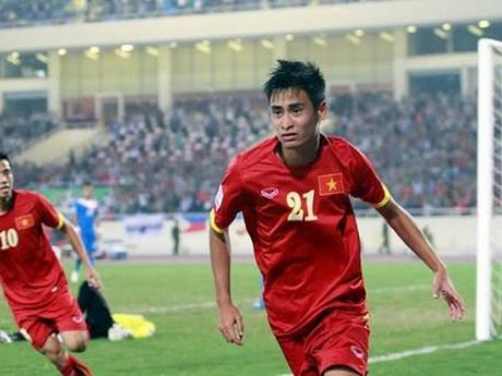 Minh Tuan chia tay tuyen Viet Nam truoc tran ban ket voi Indonesia - Anh 1