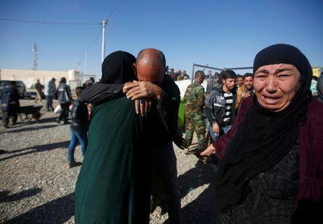 Giay phut hanh phuc cua nhung nguoi may man thoat khoi Mosul - Anh 7